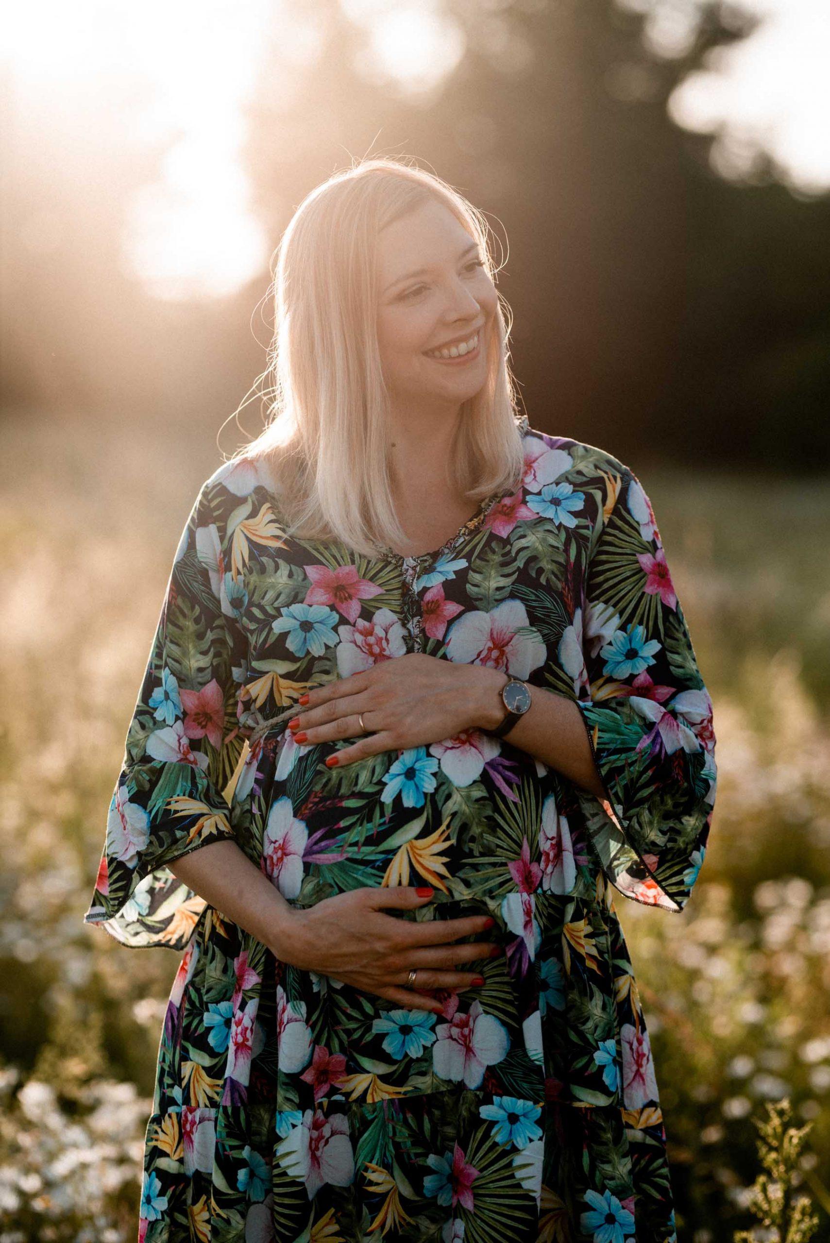 Schwangerschaftsfotos im Grünen in Ludwigsburg